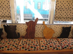 เก้าอี้ไม้ลายแมววว ทาสแมวเห็นแล้วใจละลาย