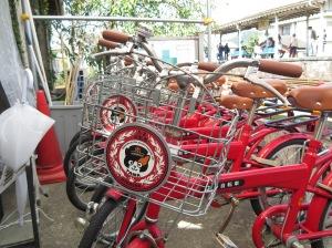มีจักรยานแมวทามะให้ยืมขี่เล่นแถวสถานีด้วย